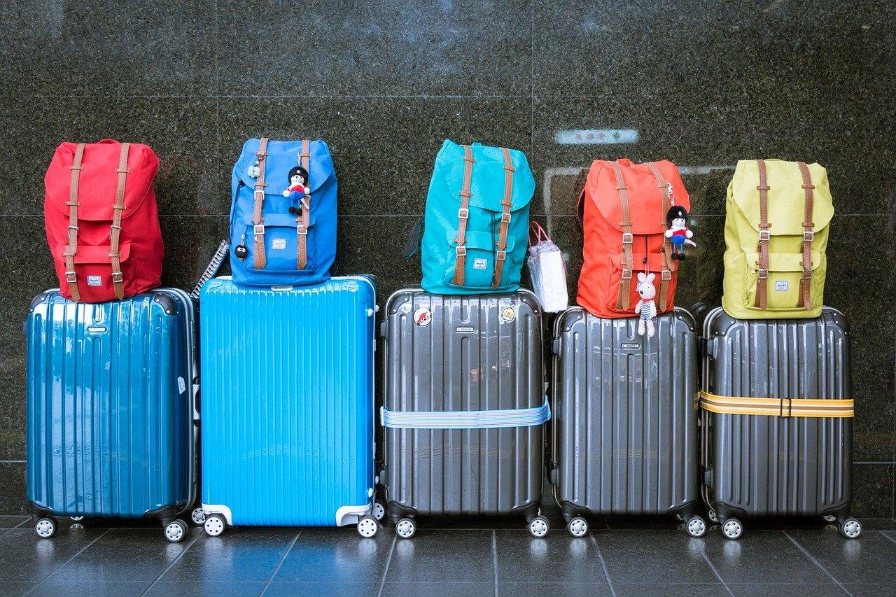 Bagages, valises bleues, aéroport, bagage en soute